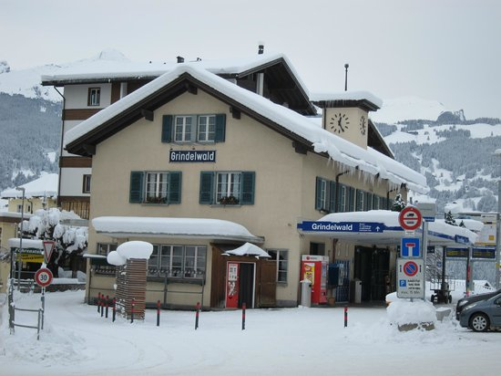 Hotel Kreuz & Post: The train station in Grindelwald