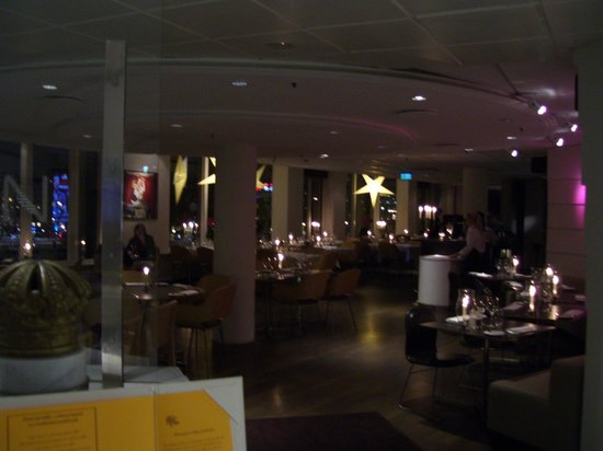 Hilton Stockholm Slussen: The lovely dinning and bar area