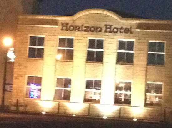 Horizon Hotel: Front of Hotel from seafront