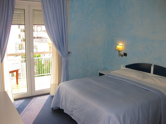 La Nuit Bed & Breakfast : chambre