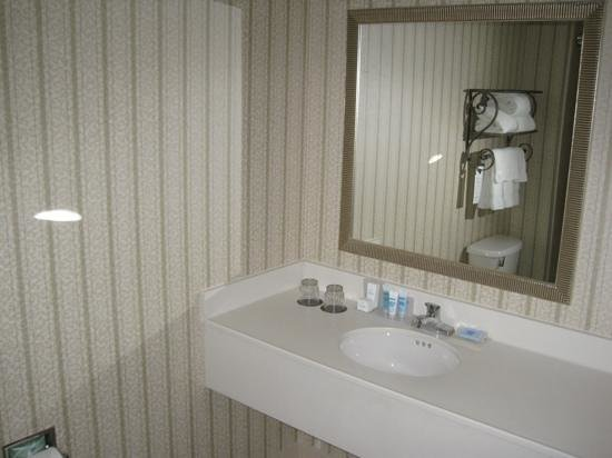 Wyndham Boston Chelsea: bath amenities by Bath and Body Works. very nice!