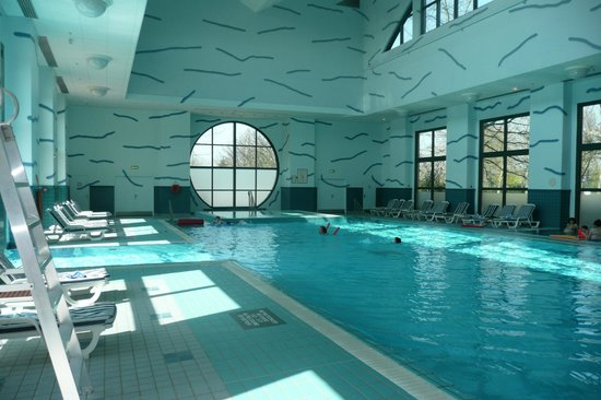 Piscine ext rieure photo de disney 39 s hotel new york for Piscine new york