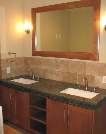 Ocean Club at Biloxi: Suite A Bathroom