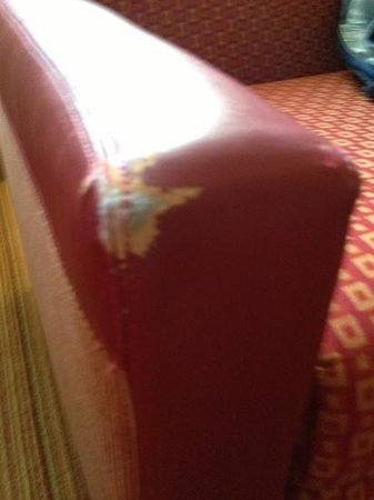 Residence Inn Miami Airport West/Doral Area: Worn Armchair