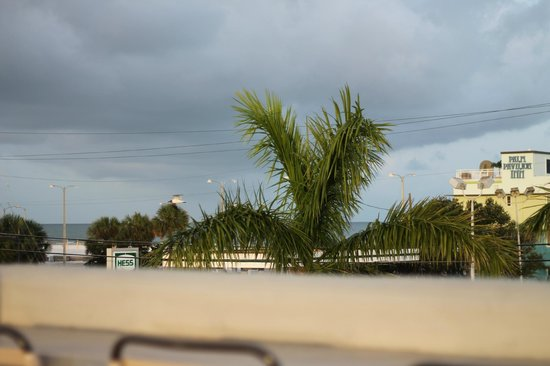 Camelot Beach Resort: view from bbq area on top of roof