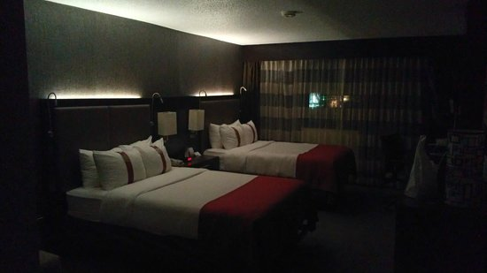Holiday Inn Perimeter/Dunwoody: The room was so dramatically appointed I took a photo
