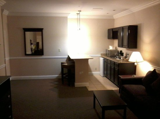 Comfort Inn &amp; Suites: kitchenette