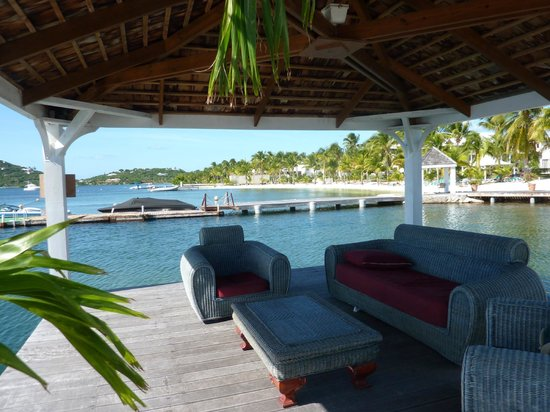 Mercure St Martin and Marina: coin salon sur le ponton