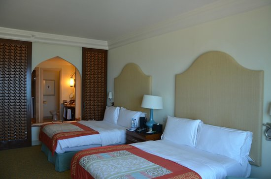 "<a href=""/Hotel_Review-g295424-d1022759-Reviews-Atlantis_The_Palm-Dubai_Emirate_of_Dubai.html"">Atlantis, The Palm</a>: Photos"