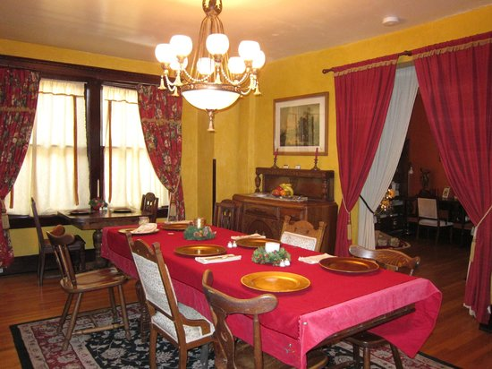Downtown Historic Bed &amp; Breakfasts of Albuquerque: Spy House Breakfast Area