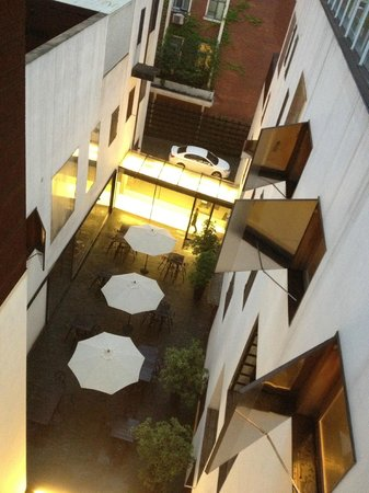 The Waterhouse At South Bund: Internal courtyard