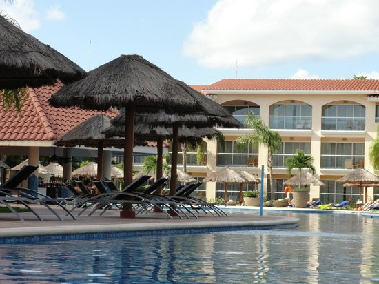 Sandos Playacar Beach Resort &amp; Spa: Adults Pool