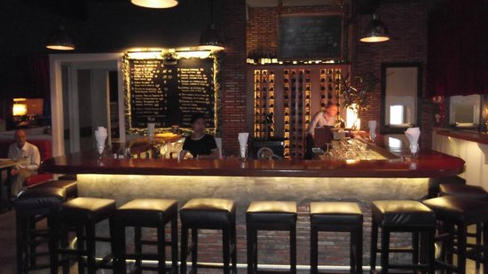dating wine bar Looking for the best wine bars in malaga here are 6 of our favorite bars to enjoy malaga's amazing wines from sweet to dry, these are the places to visit.