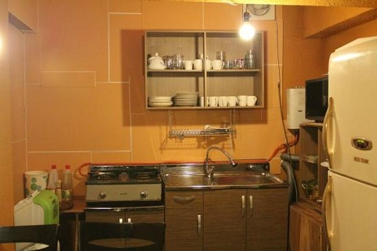 Nahbi Guest House for Backpackers: kitchen