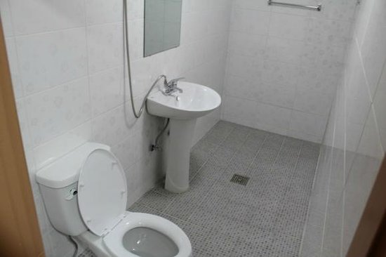 Nahbi Guest House for Backpackers: private shower & toilet