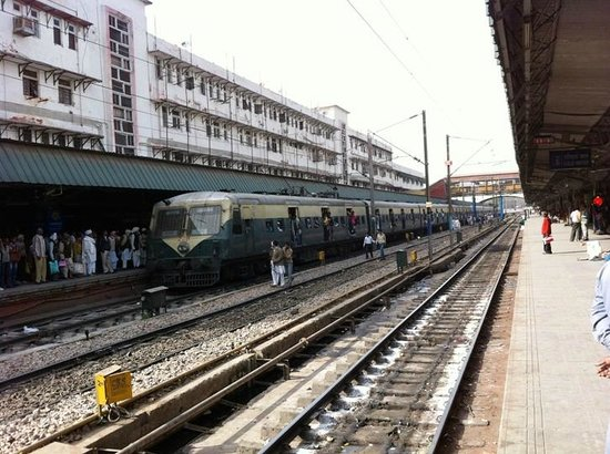 New Delhi Railway Station http://www.tripadvisor.jp/Attraction_Review-g304551-d3707912-Reviews-New_Delhi_Railway_Station-New_Delhi_National_Capital_Territory_of_Delhi.html