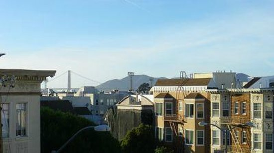 Buena Vista Motor Inn: Hotel roof top view (open to guests) see GG bridge in background
