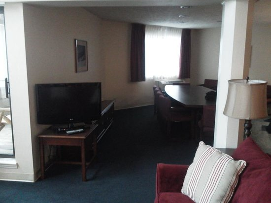 Comfort Inn at Maplewood: Confrence room in VIP suite