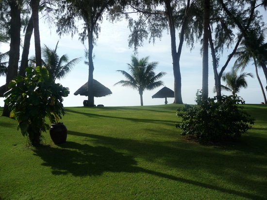 DuParc Phan Thiet Ocean Dunes & Golf Resort: Beachside huts