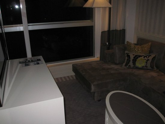 Lanson Place Hotel: Living Room