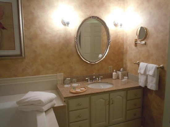 The Inn at Thorn Hill & Spa: Room 3 bathroom