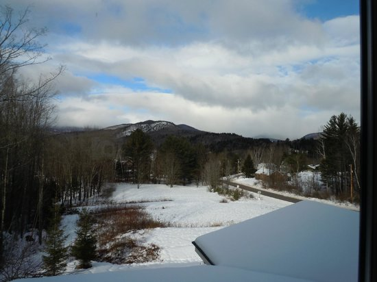 The Inn at Thorn Hill & Spa: View from window in room 3 - clouds hiding mountain range