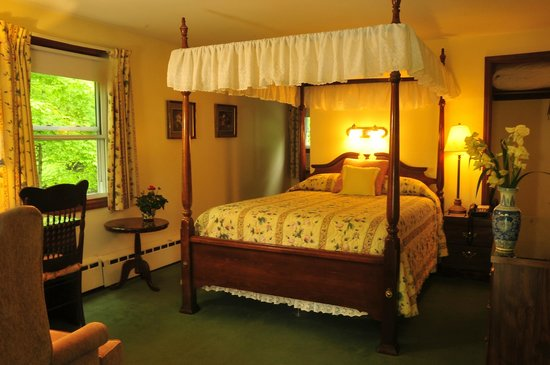 Berkshire Hills Motel : Traditional New England Decor