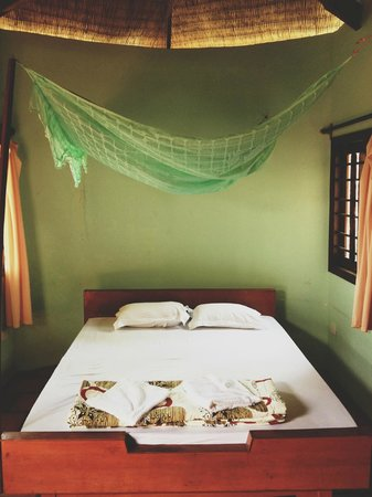 Thai Tan Tien: Our bungalow (#6). Bed is not too comfortable, but very clean!