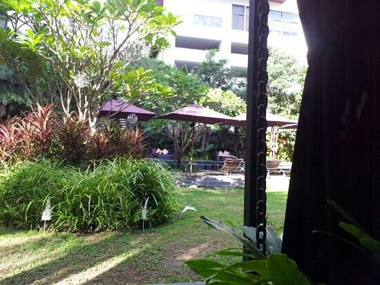 Ramada Hotel & Suites Bangkok: grounds at hotel