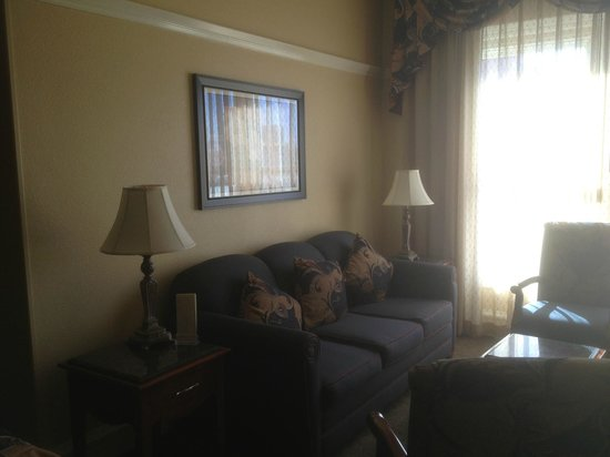Gaslamp Plaza Suites: Living room