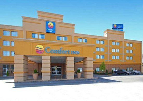 Comfort Inn Marietta: front entrance of hotel