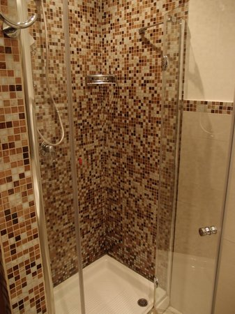Le Stanze del Vicere': Shower stall