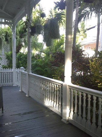 Oasis Guesthouse: Coconut Grove Front Porch