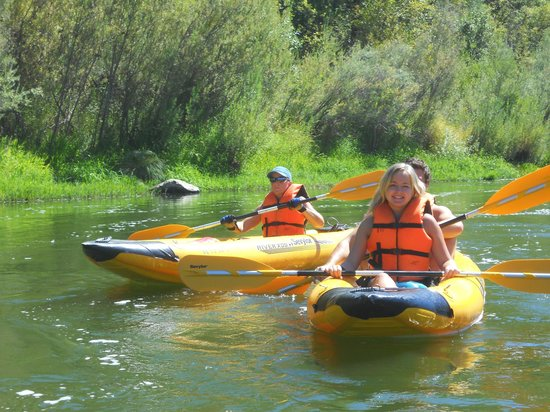 Happy Camp, Californië: Klamath River Kayaking with Klamath River Resort Inn