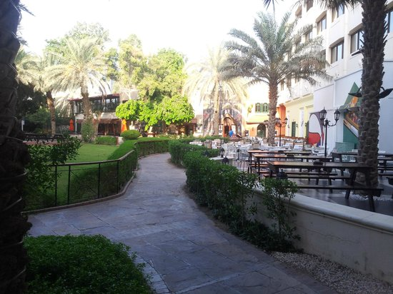 Le Royal Meridien Abu Dhabi: The garden.