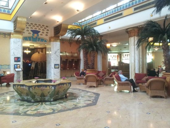 Le Royal Meridien Abu Dhabi: The lobby.