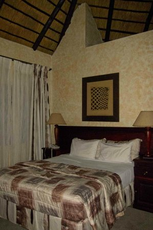 The Big Five Lodge: Bed
