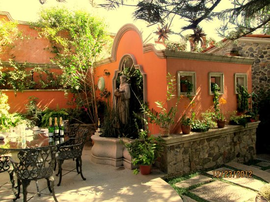 Hacienda del Lago Boutique Hotel: One of the many dining nooks