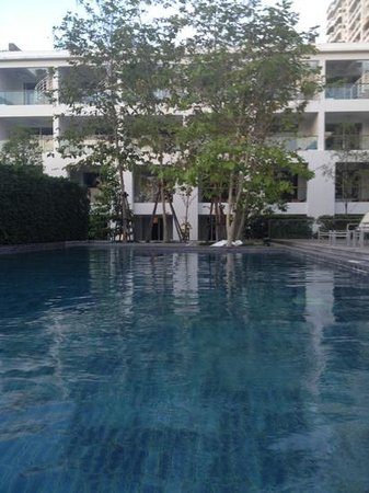 Nap Patong: relaxing in the pool