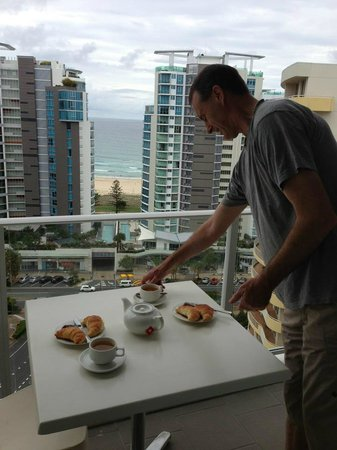 Outrigger Twin Towns Resort: Breakfast on the balcony