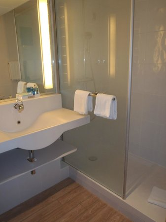 Novotel Lausanne Bussigny: Bathroom