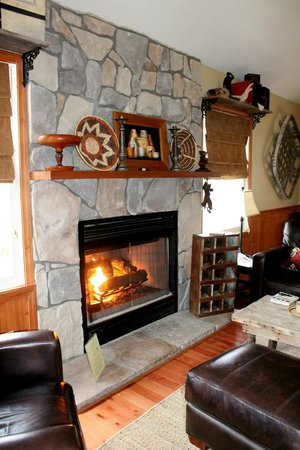 Lake Lucerne Cottages : Living Area Fireplace