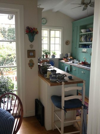 Rooms to Let: kitchen area