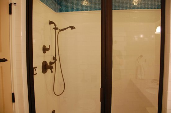 The Inn at Herrington Harbour: Steam shower!