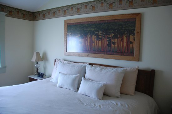 The Inn at Herrington Harbour: Master bedroom of the upstairs suite
