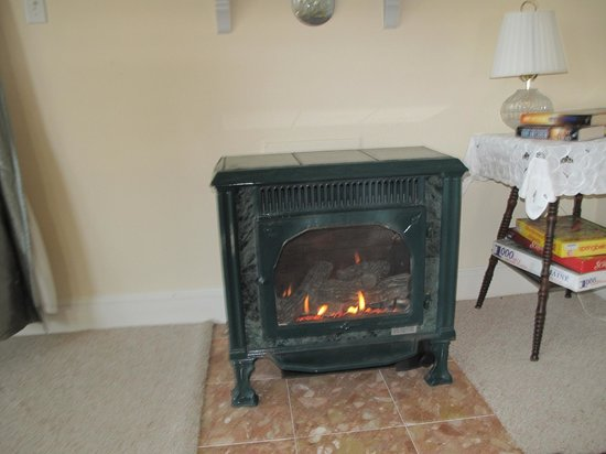 Harpswell Inn: Gas Fire place