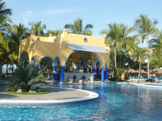 ClubHotel RIU Jalisco: Swim up bar