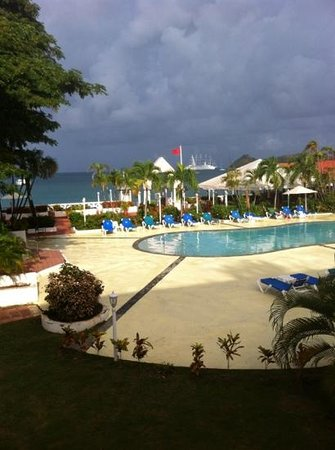 St. Lucian by Rex Resorts: pool by mariners restaurant