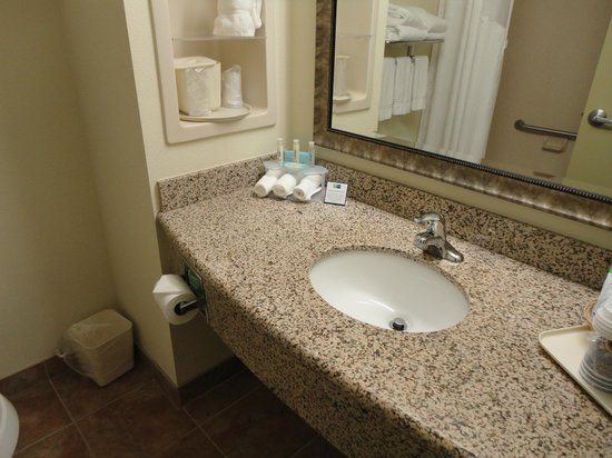 Holiday Inn Express Hotel &amp; Suites Port St. Lucie West: sdb