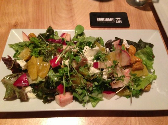 จูปีเตอร์, ฟลอริด้า: Micro Green Salad with golden beet, apple, goat cheese, cashew and yogurt dressing. Yum